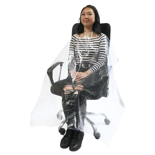 The large size of Kobe Disposable Hairdressing Cape offers vast coverage and a durable deluxe thickness